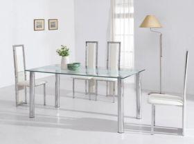 Раскладные стеклянные столы для кухни очень удобны и универсальны, так как их можно поставить в маленькой кухне